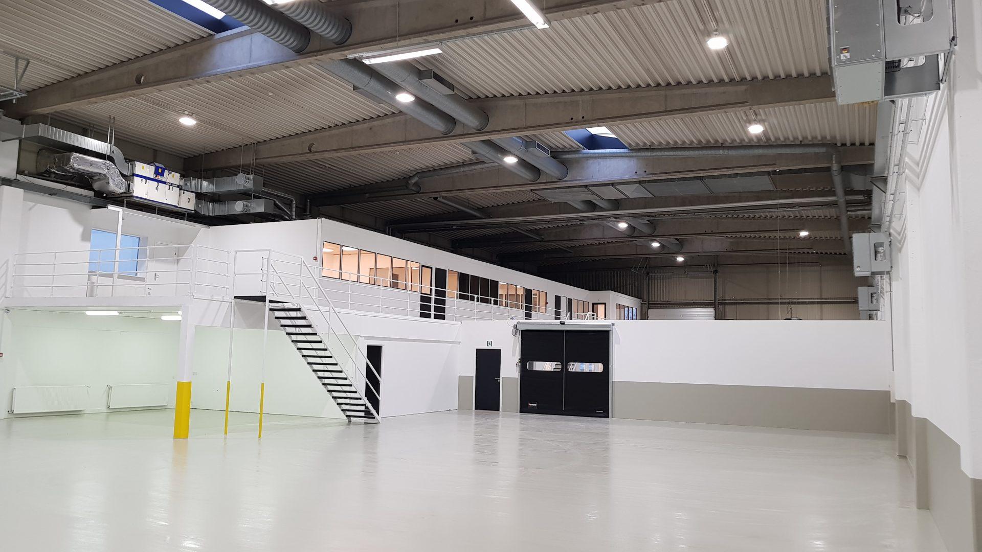 Dansk Bilglas lejer 1.300 m² værkstedshal af Stensdal Group og har store forventninger til ny Brøndbyafdeling